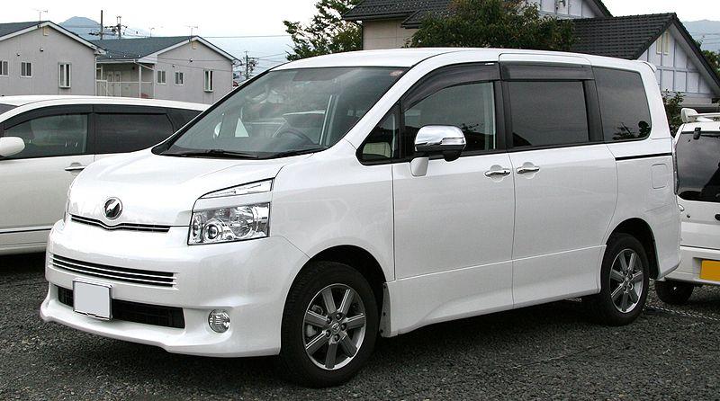 トヨタ・ヴォクシー(2代目)