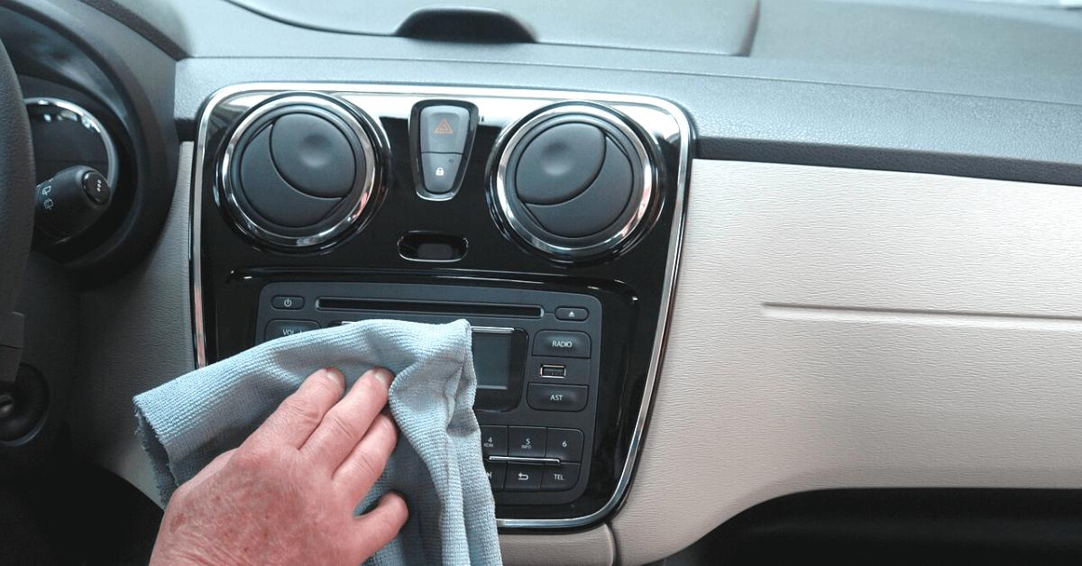 車内の掃除ってどうしたらいいの?車内の掃除方法を場所ごとに解説